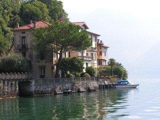 lakeside retreat house